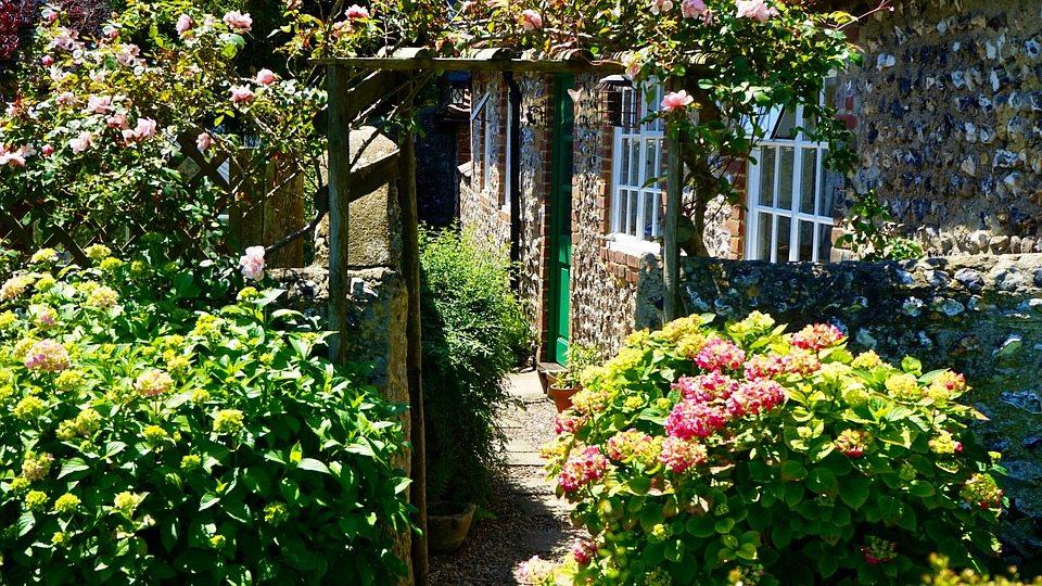 Le idee per realizzare un giardino accogliente e originale - Idee giardino senza erba ...